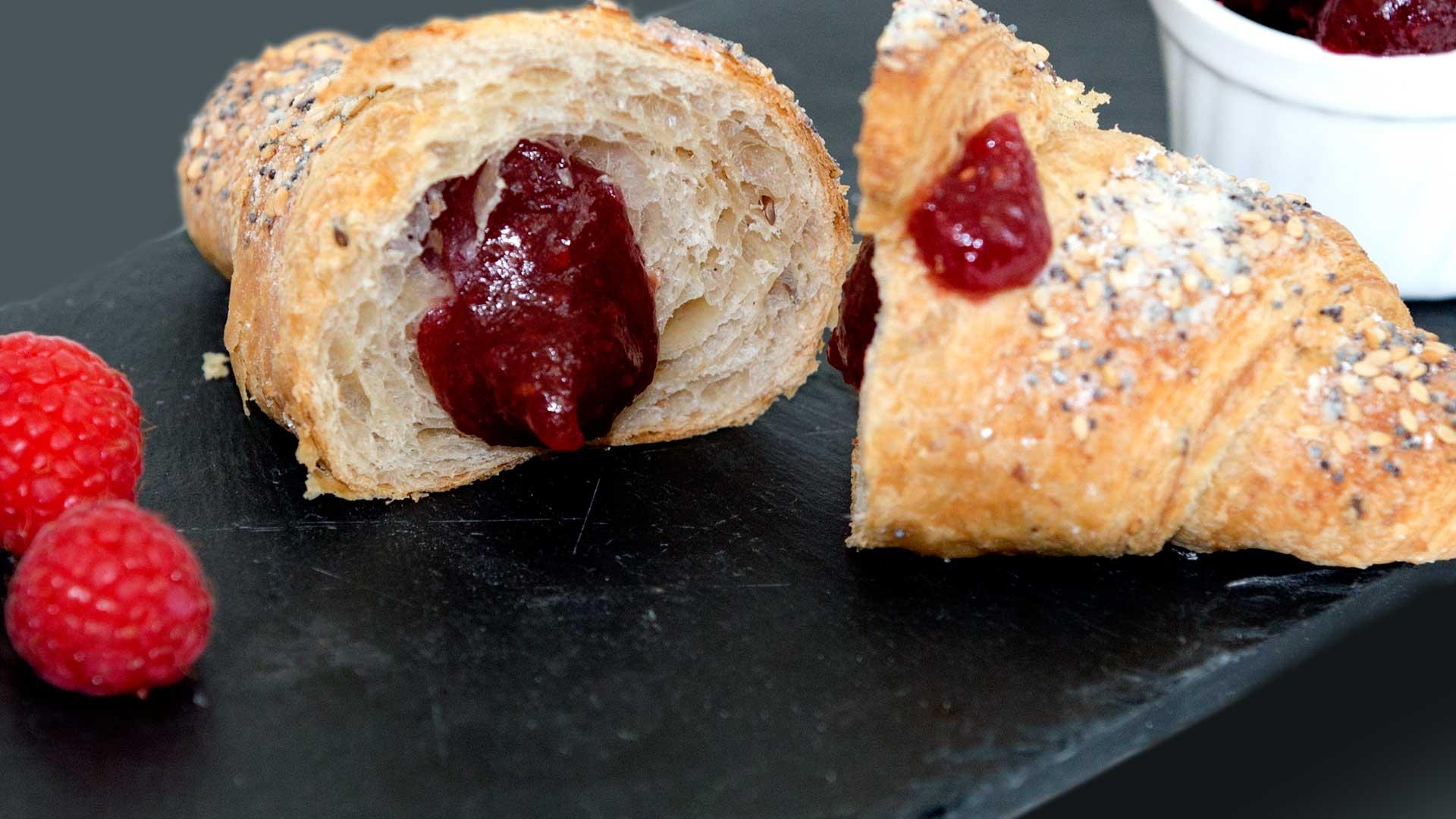 foodjoy-sweet-bakery-laboratorio-pasticceria-cantu-brioches-pasticcini-torte-caffe-brioches-frutti-di-bosco-001