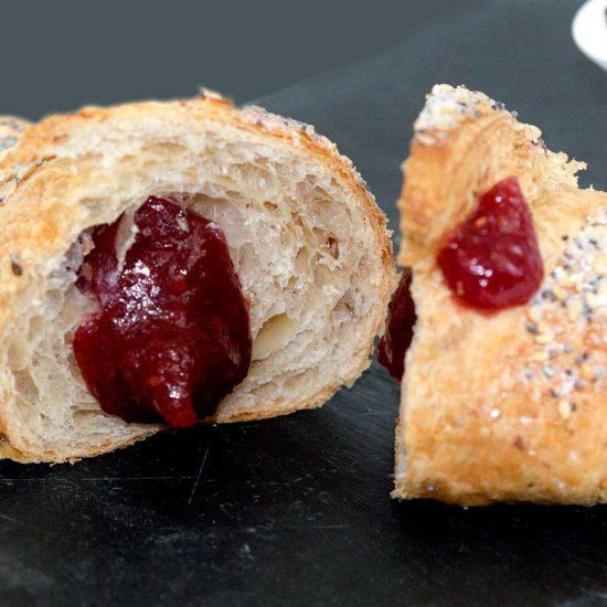 foodjoy-sweet-bakery-laboratorio-pasticceria-cantu-brioches-pasticcini-torte-caffe-brioches-frutti-di-bosco