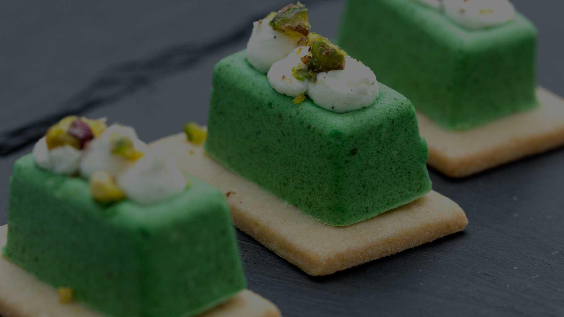 foodjoy-sweet-bakery-laboratorio-pasticceria-cantu-brioches-pasticcini-torte-caffe-pasticcini-pistacchio-su-pietra