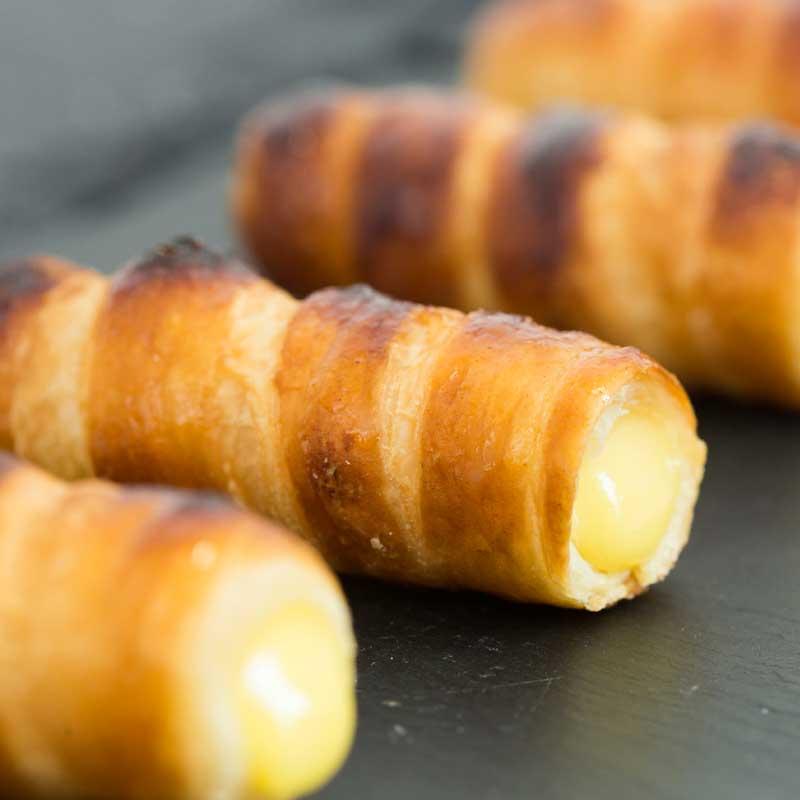foodjoy-sweet-bakery-laboratorio-pasticceria-cantu-brioches-pasticcini-torte-caffe-prodotti-pasticceria-pasticcini-cannoncini-alla-crema
