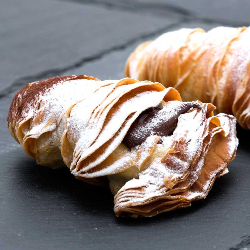foodjoy-sweet-bakery-laboratorio-pasticceria-cantu-brioches-pasticcini-torte-caffe-prodotti-pasticceria-pasticcini-sfogliatine-al-cioccolato-001