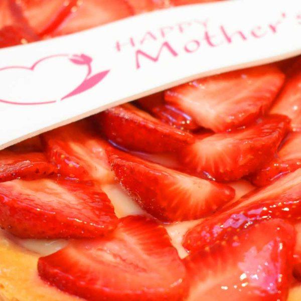 foodjoy-sweet-bakery-laboratorio-pasticceria-cantu-brioches-pasticcini-torte-caffe-prodotti-pasticceria-crostata-fragole-festa-della-mamma-004
